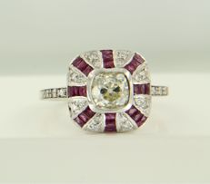 14 kt white gold ring in Art Deco style with ruby, octagonal and Bolshevik cut diamonds, approximately 1.20 carat in total