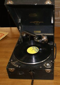 Suitcase gramophone, Colombia