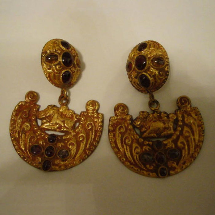Unique pair of gold earring from the Cham Kingdoms - 68 mm