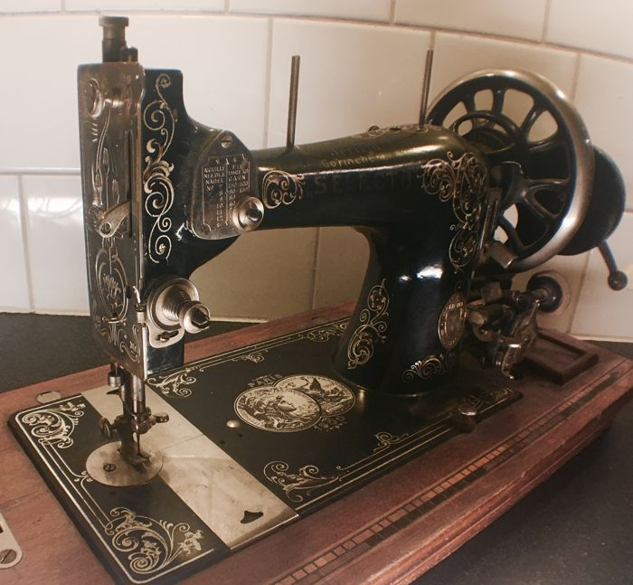 Nice sewing machine Gritzner  - branded J Berlijn Gorinchem Selecta, beginning 20th century