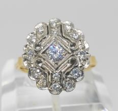18 kt yellow gold cocktail ring with white gold edges - 15 diamonds