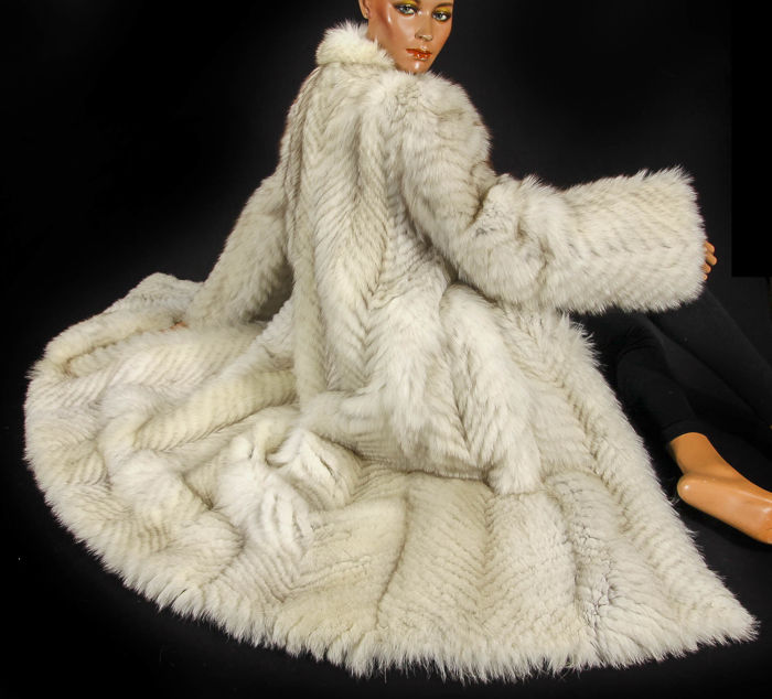 hot-selling newest double coupon good quality Luxury fur coat made of Norwegian blue fox fur coat - Catawiki
