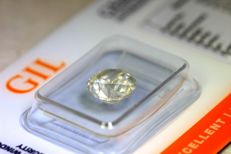 2.40 ct certified natural diamond. Yellow-grey. Brilliant cut. SI2