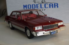Model Car Group - Scale 1/18 - Chevrolet Caprice 1985 - Red