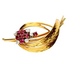 Vintage brooch 18 kt gold, set with ruby and brilliant cut diamond in chaton setting, 0.20 ct.