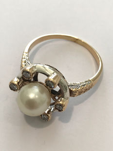 Ring in 18 kt gold with pearl and Amsterdam cut diamonds