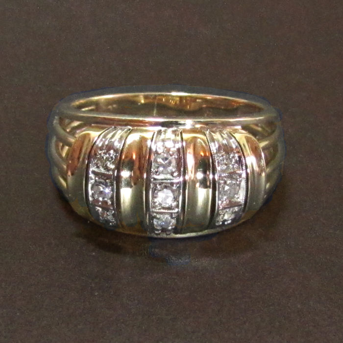 Ring in 14 kt gold with 15 brilliants approx. 0.51 ct, RS 56, handiwork