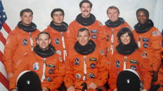 One woman and seven men up to Mir (STS-89)