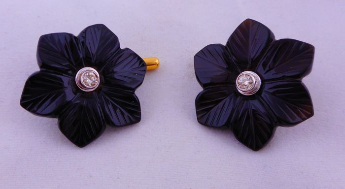 Cuff links in 18 ct gold and black onyx with 0.19 ct diamonds