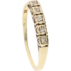14 kt – Yellow gold ring set with 5 brilliant cut diamonds of approx. 0.025 ct in total, in a white gold setting - Ring size:  18.75 mm