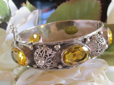 Ethnic bracelet in 925 silver and yellow stones.