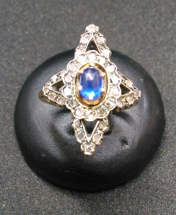 Women's Ring, model: spool with diamonds and Cabochon oval sapphire.