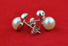 Diamond & Pearl Earrings set on 750/18k White Gold - Excellent Condition -  Size 10mm x 6mm