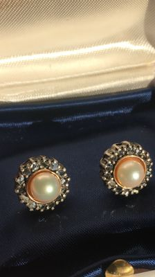 Pearl and diamond earrings in 18 kt gold