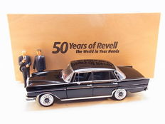 "Revell - Scale 1/18 - Mercedes-Benz 300 SE - Black &  2 Figurines ""50 Years of Revell"" Chancellor Erhard"