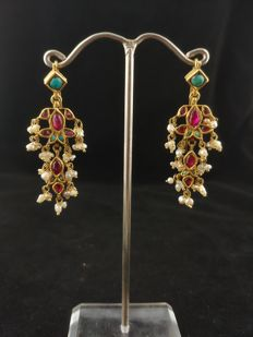 Antique gold earrings (20 kt) with rubies, mini pearls and turquoise - Rajasthan, West India, 2nd half of the 20th Century