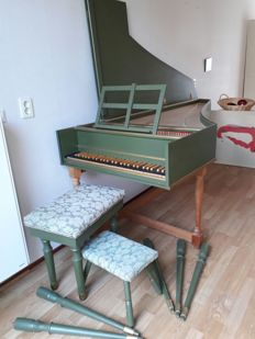 Light and easy playing harpsichord, ideal for beginners