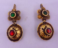 Antique earrings in old 18 kt gold with green and red stones - Afghanistan, late 19th century