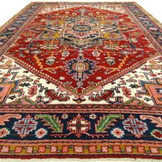 Heriz - 295 x 198 cm - oriental rug in wonderful condition - with certificate
