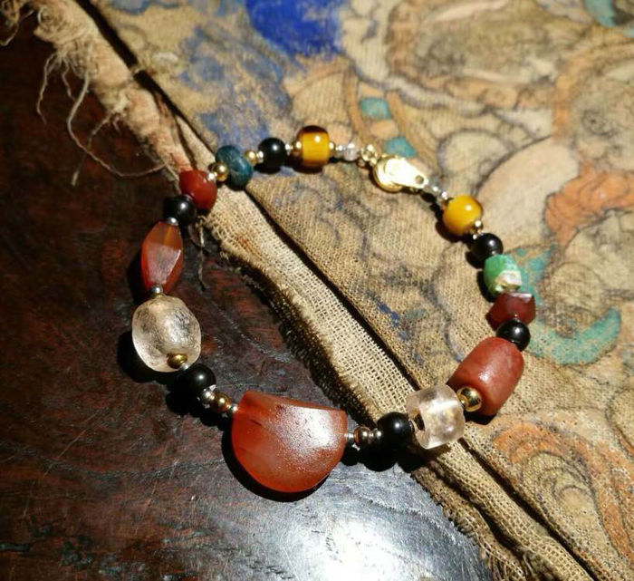 Agate necklace. Age: ad 10-13 century.