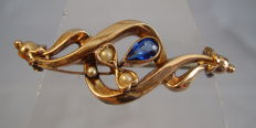 Rose gold Art Nouveau brooch with small freshwater pearls and blue coloured stone (1ct.)