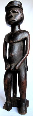 Intriguing figure of a seated male – Lobi – Burkina Faso