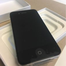 Apple iPhone 4 8GB Never use never activate with big collector value