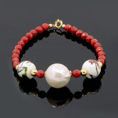 18kt/750 yellow gold bracelet with coral and South Sea pearl – Length 20 cm.