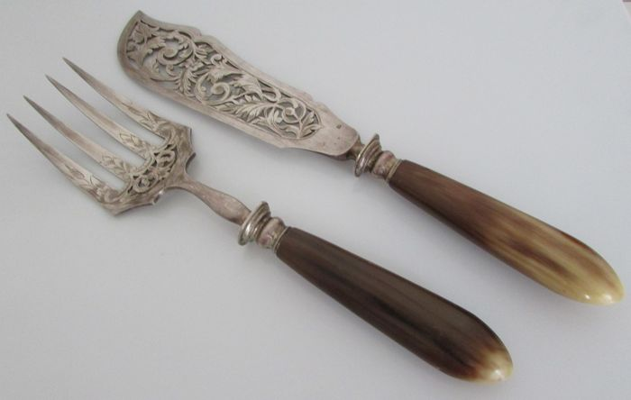 Serving utensils for fish, engraved openwork white metal, 20th century, France