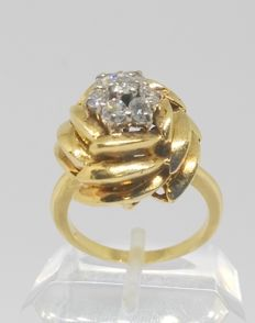 18 kt yellow gold ring with seven diamonds, 0.75 ct