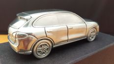 Porsche Cayenne Turbo GI 2009 - massive aluminium paperweight in high quality gift packaging - scale 1/43
