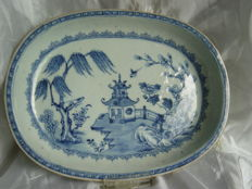 An exported porcelain Qianlong plate - China - 18th century