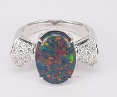 18kt ring with 3 carats Black Opal Doublet and 0.30 carats White Diamond - Size 6.5/53