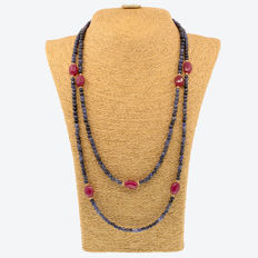 18k/750 yellow gold necklace with sapphires and rubies  - Length, 128 cm.