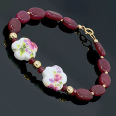 18k/750 yellow gold bracelet with rubies and porcelain - Length, 20 cm