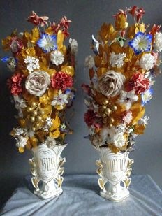 Set of very old porcelain vases with handmade flowers and leaves - Biedemeier - 19th century