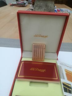 Beautiful golden 20u Dupont ladies lighter.