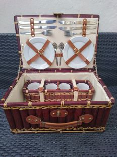 Retro wooden picnic case-with leather buckle and handle-fine China and 12-piece STAINLESS STEEL cutlery set