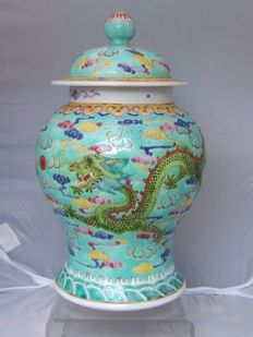 Famille rose double dragon porcelain vase 4 character mark (Zhen pin) to base - China - Republic period (1912-1949)