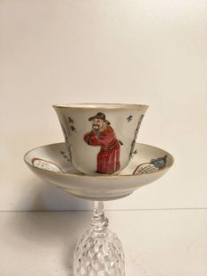 Cup and saucer famille rose 'wu shuang pu' in porcelain, ornamented with a figure and poem - China - Daoguang (1820-1850); Xianfeng (1850-1861)