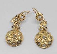 Yellow gold earrings with white sapphires