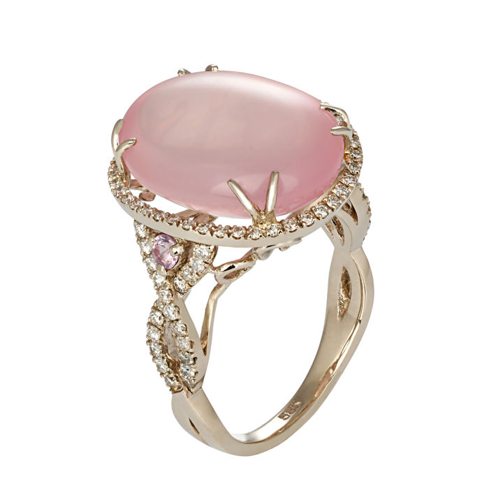 21.12 ct. rose quartz, sapphires and diamonds white gold ring.