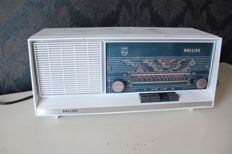 Philips Model: B1X42A - Tube radio - Circa 1964
