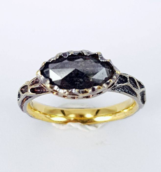 1.53 carat Black Diamond Unisex Ring in Yellow-Black Gold