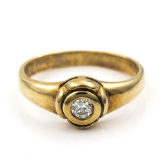 18 kt yellow gold - Ring - 0.15 ct diamond - Inner diameter: 16.85 mm
