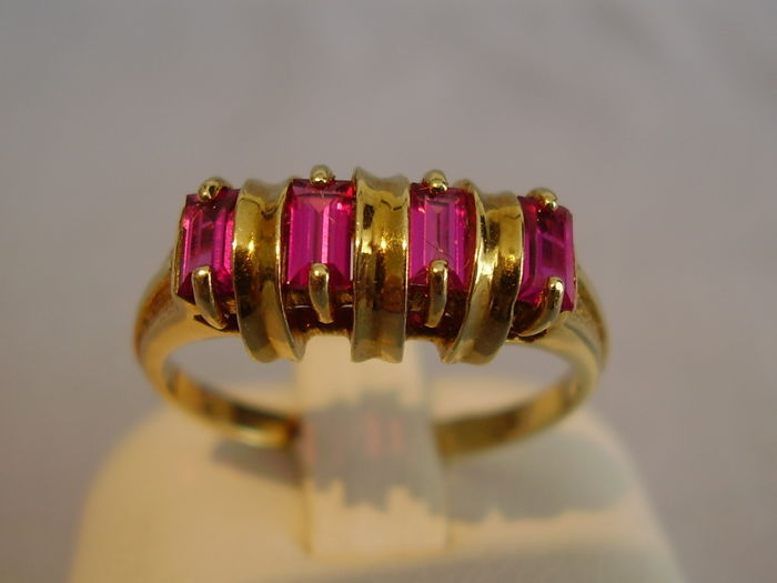 14kt gold Art Deco ring with 4 verneuil rubies of 0.80ct in total.
