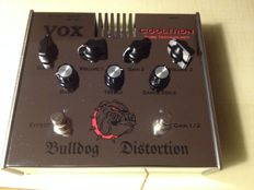 Vox Cooltron Bulldog distortion pedal with built-in tube / battery operation or 9V power supply - distortion for guitar