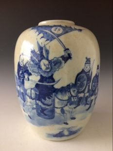 A large porcelain jar - China - 19th century