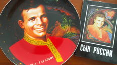 Remembering Yuri Gagarin: wall plate and 'art' cards