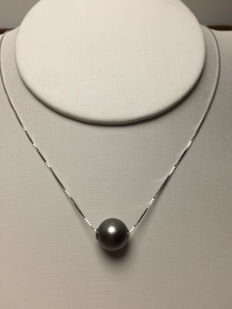 Tahiti Black Sea Pearl pendant. Pearl diameter: 10.1 mm.